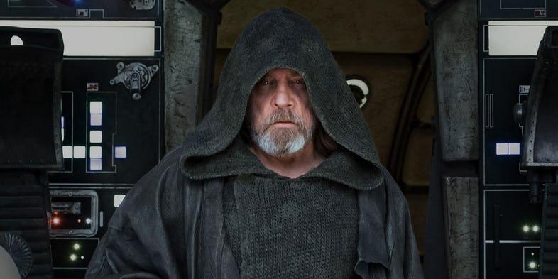 1513631321_51_Mark-Hamill-as-Luke-Skywalker-on-the-Millennium-Falcon-in-Star-Wars-The-Last-Jedi