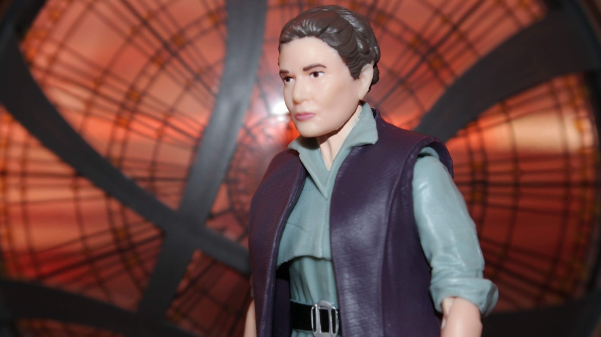 Review: The Black Series General Leia Organa (Resistance Outfit)