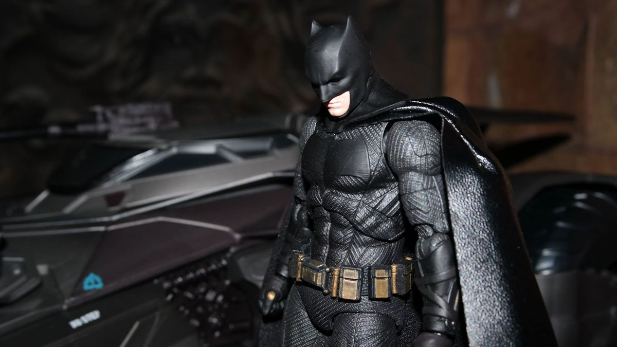 Justice League Review: The MAFEX Batman