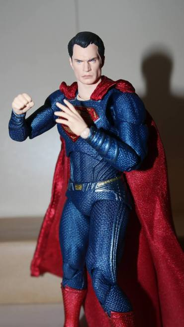 Review Mafex Superman 4