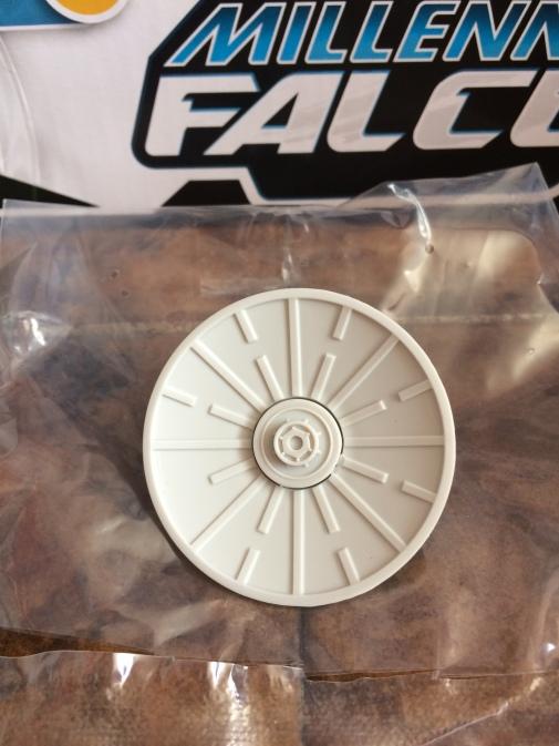 Solo-Millennium-Falcon-25
