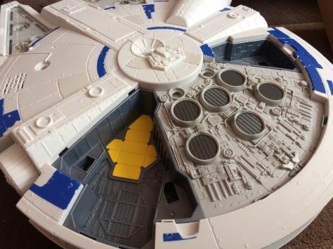 Solo-Millennium-Falcon-9