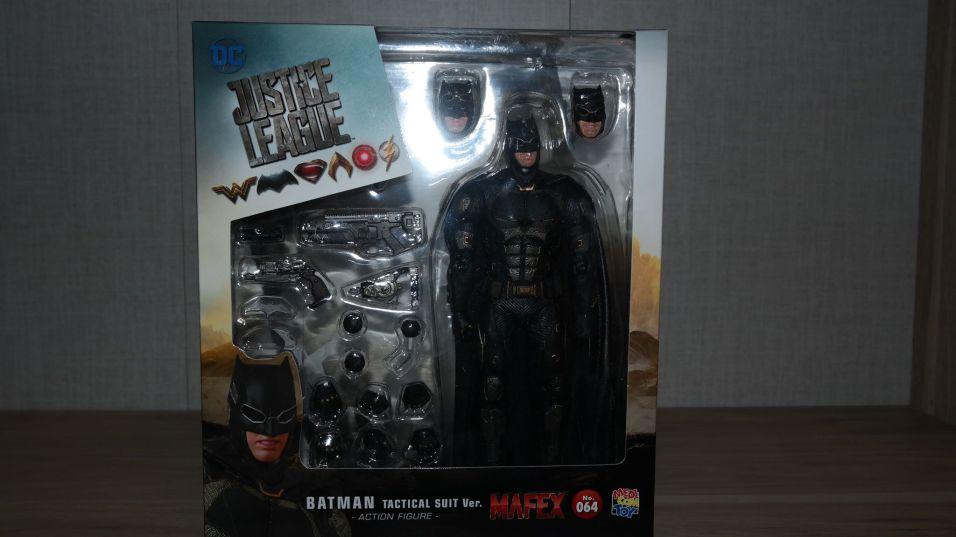 Batman-Justice-League-Tactical-Suit-Mafex-Review
