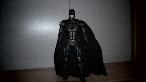 Batman-Justice-League-Tactical-Suit-Mafex-Review-15