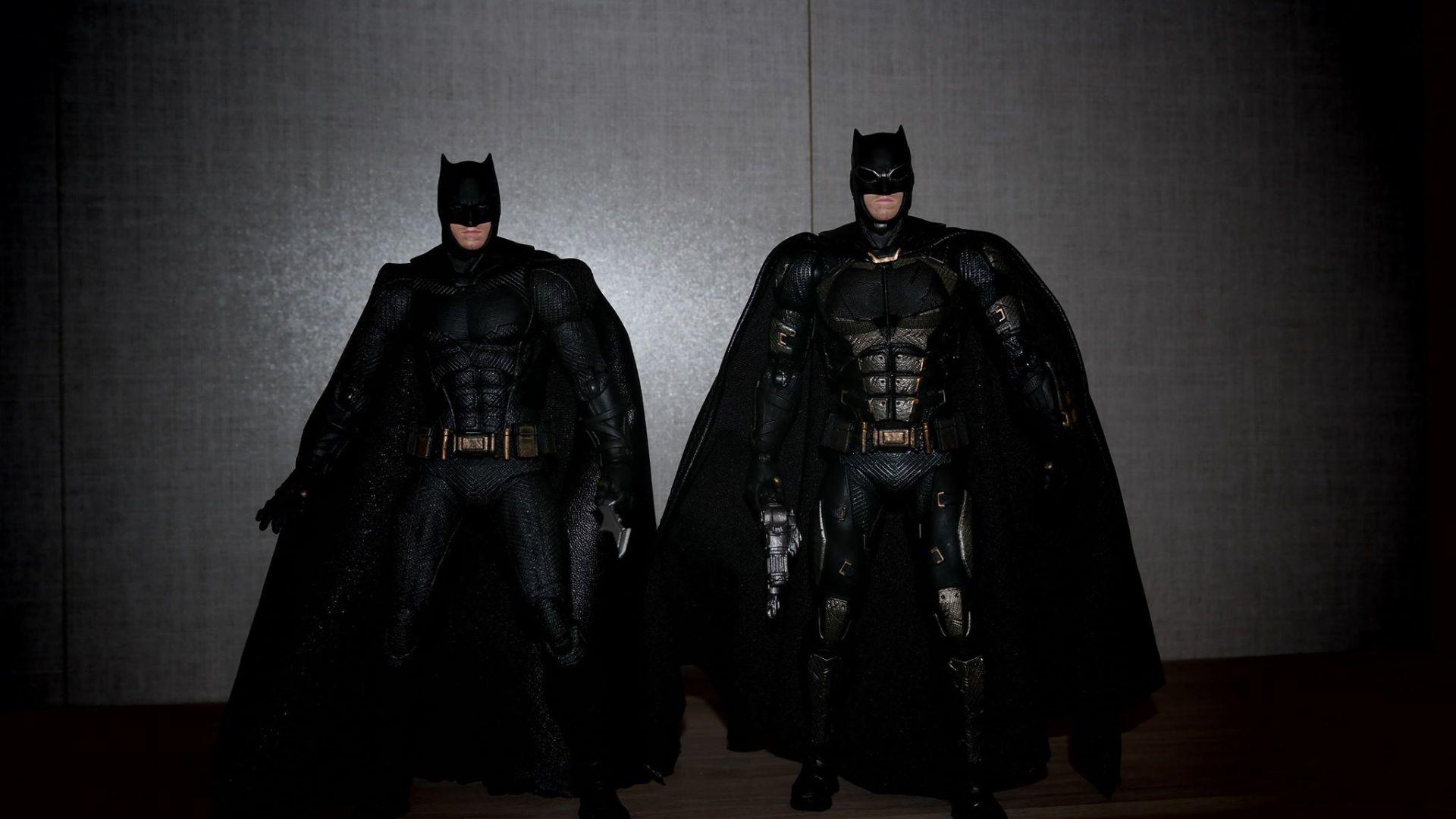 Batman-Justice-League-Tactical-Suit-Mafex-Review-18