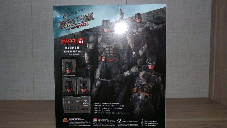 Batman-Justice-League-Tactical-Suit-Mafex-Review-2