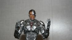MAFEX-Cyborg-Justice-League-Review-13