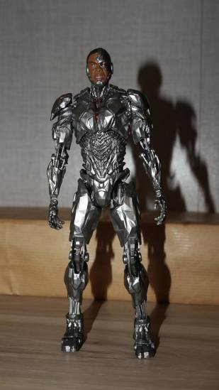 MAFEX-Cyborg-Justice-League-Review-15