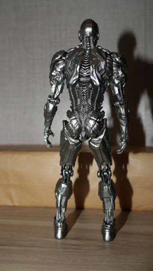 MAFEX-Cyborg-Justice-League-Review-16