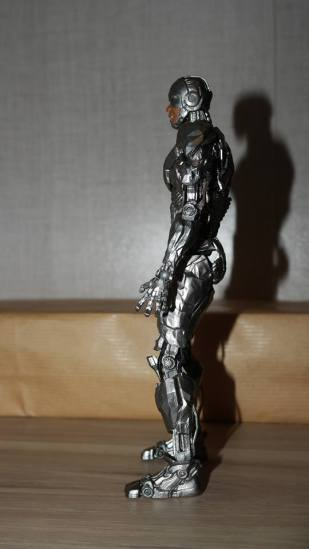 MAFEX-Cyborg-Justice-League-Review-17