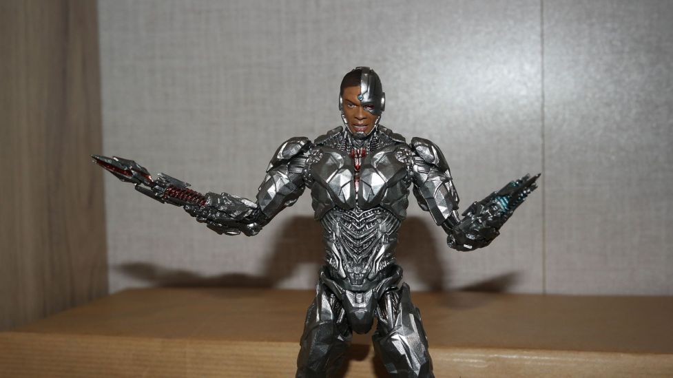 MAFEX-Cyborg-Justice-League-Review-6