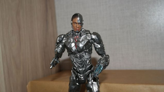 MAFEX-Cyborg-Justice-League-Review-9