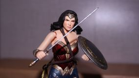 FOTF Mafex Medicom Wonder Woman Review 1