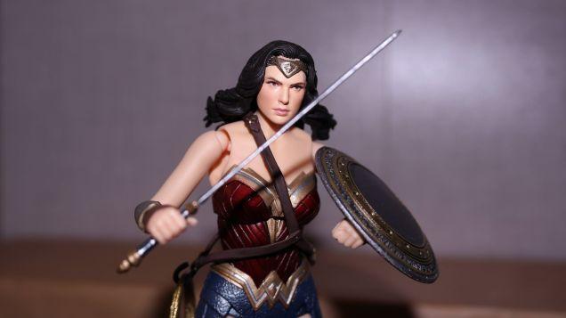 FOTF Mafex Medicom Wonder Woman Review 1