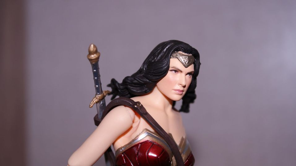 FOTF Mafex Medicom Wonder Woman Review 10