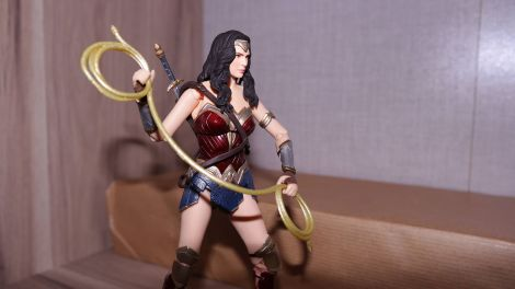 FOTF Mafex Medicom Wonder Woman Review 13