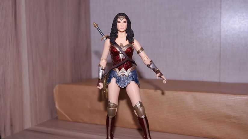 FOTF Mafex Medicom Wonder Woman Review 15