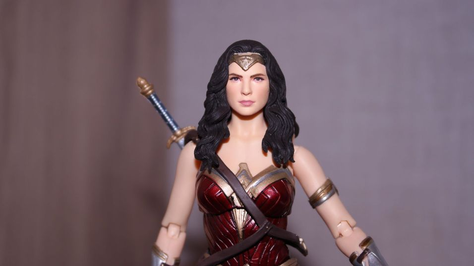FOTF Mafex Medicom Wonder Woman Review 16