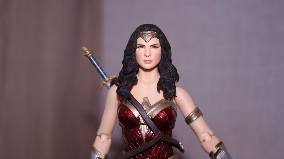 FOTF Mafex Medicom Wonder Woman Review 16