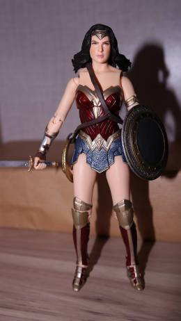 FOTF Mafex Medicom Wonder Woman Review 2