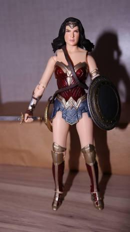 FOTF Mafex Medicom Wonder Woman Review 2