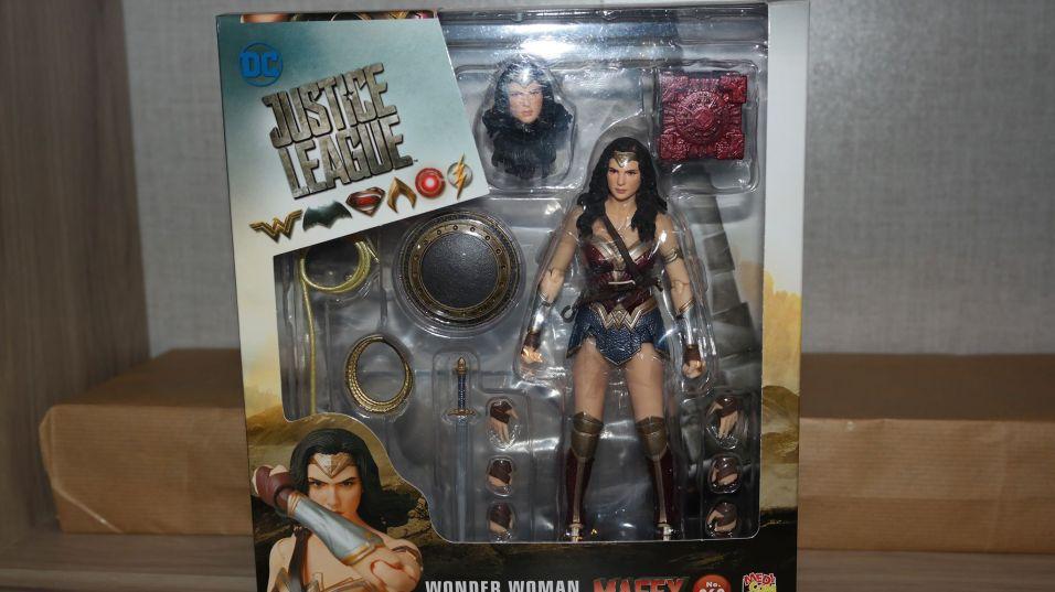 FOTF Mafex Medicom Wonder Woman Review 22