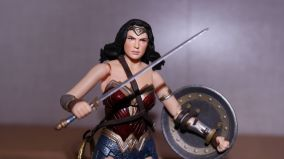 FOTF Mafex Medicom Wonder Woman Review 4