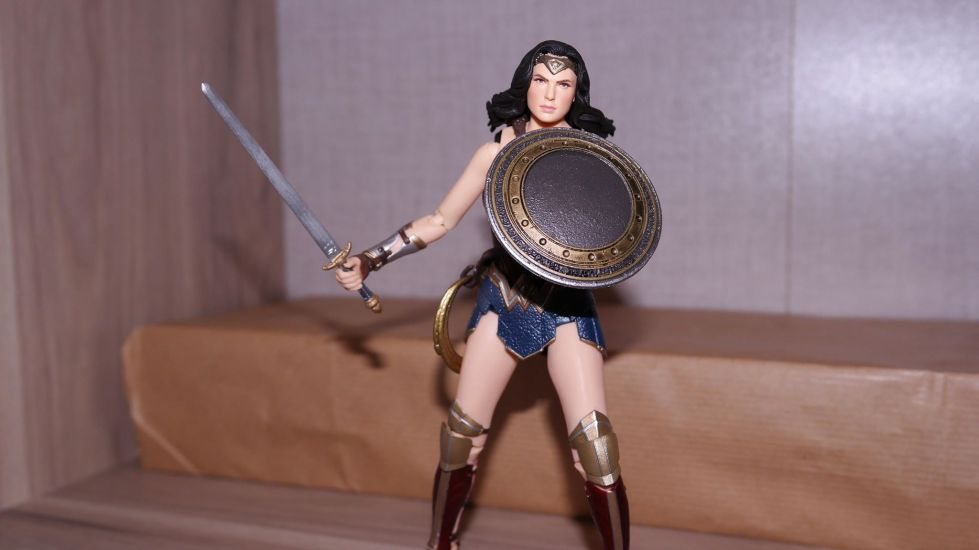 FOTF Mafex Medicom Wonder Woman Review 5