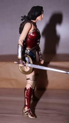 FOTF Mafex Medicom Wonder Woman Review 6