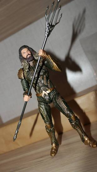 Mafex-Aquaman-Justice-League-Review-12