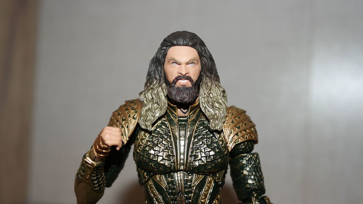 Mafex-Aquaman-Justice-League-Review-18