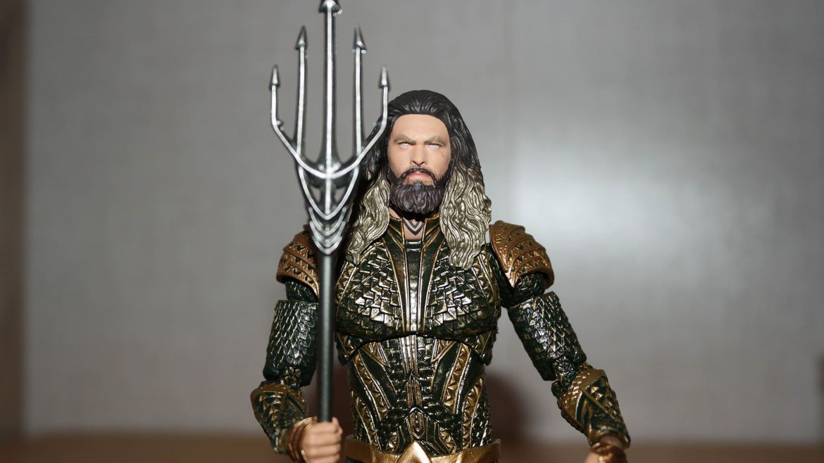 Mafex-Aquaman-Justice-League-Review-8