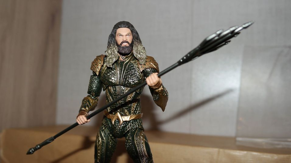 Mafex-Aquaman-Justice-League-Review-9