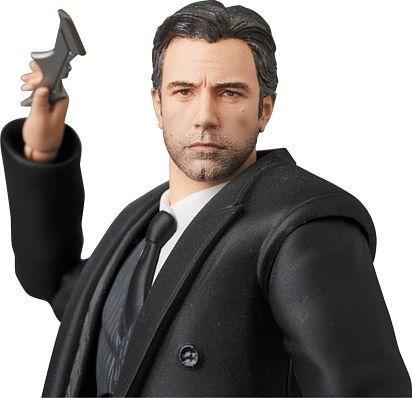 Mafex Bruce Wayne 1
