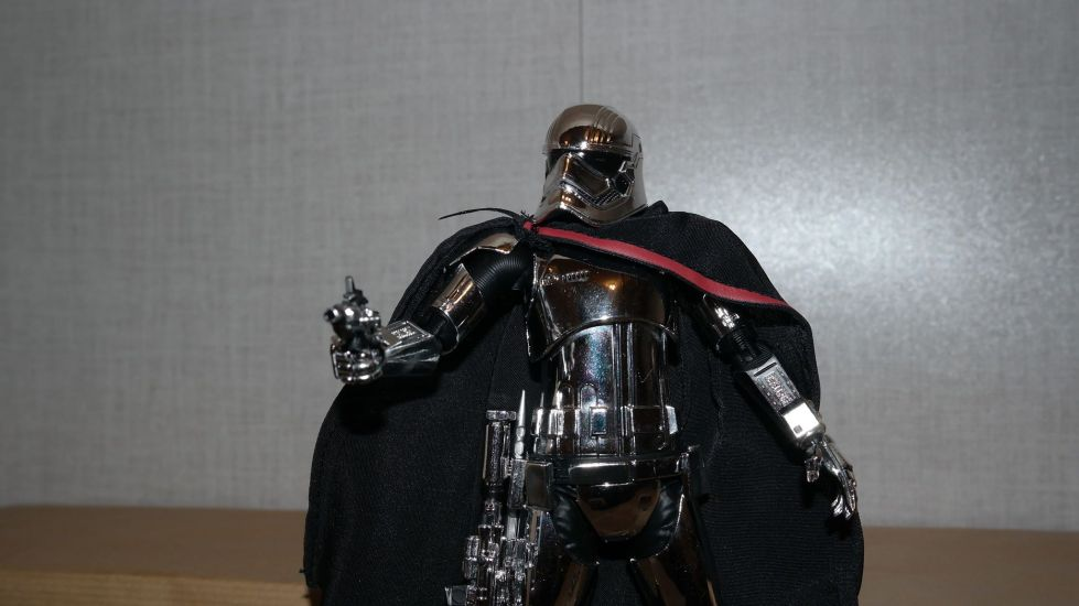 Star-Wars-Mafex-Captain-Phasma-Review-10