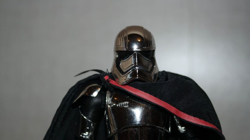 Star-Wars-Mafex-Captain-Phasma-Review-11