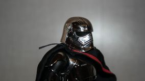 Star-Wars-Mafex-Captain-Phasma-Review-12