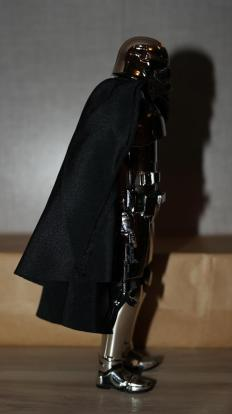 Star-Wars-Mafex-Captain-Phasma-Review-17