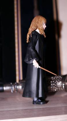 SH-Figuarts-Harry-Potter-Hermione-Granger-Review-1