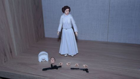 SH-Figuarts-Star-Wars-Princess-Leia-Organa-A-New-Hope-Review-13
