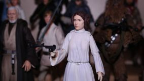 SH-Figuarts-Star-Wars-Princess-Leia-Organa-A-New-Hope-Review-14
