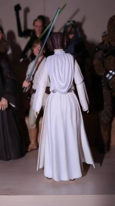 SH-Figuarts-Star-Wars-Princess-Leia-Organa-A-New-Hope-Review-6
