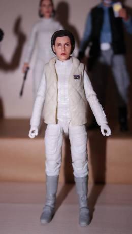 FOTF Star Wars Black Series Princess Leia (Hoth) Review 10