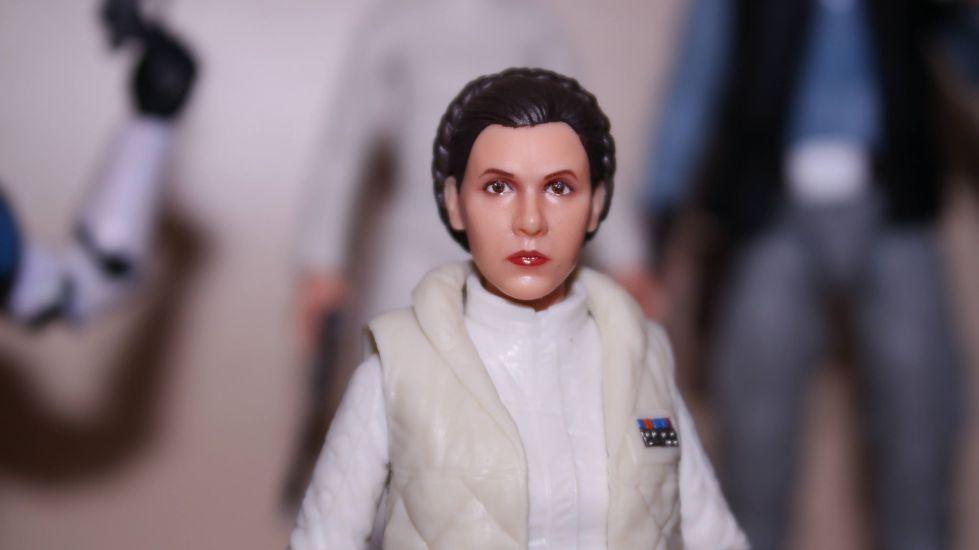 FOTF Star Wars Black Series Princess Leia (Hoth) Review 11