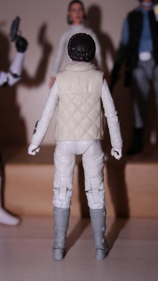 FOTF Star Wars Black Series Princess Leia (Hoth) Review 7