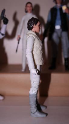 FOTF Star Wars Black Series Princess Leia (Hoth) Review 8