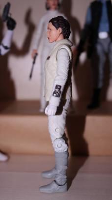 FOTF Star Wars Black Series Princess Leia (Hoth) Review 9