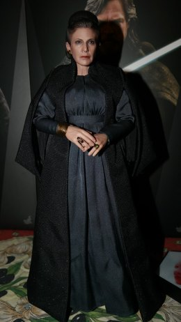 hot toys general leia organa review 15