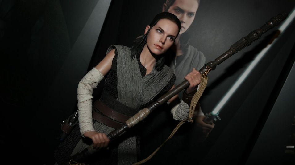 Star Wars Hot Toys Rey (Jedi Training) Review 10