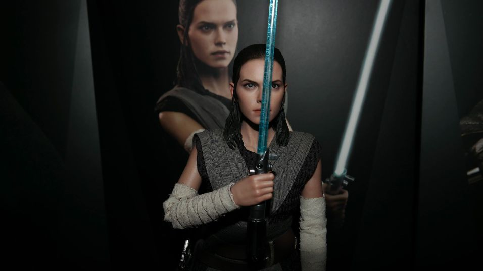 Star Wars Hot Toys Rey (Jedi Training) Review 11